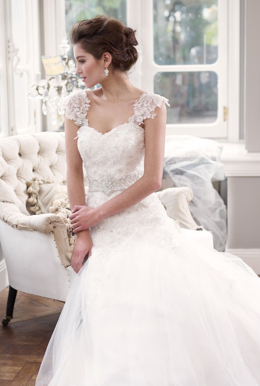 Delicate lace Wedding Dress with Detachable cap sleeves