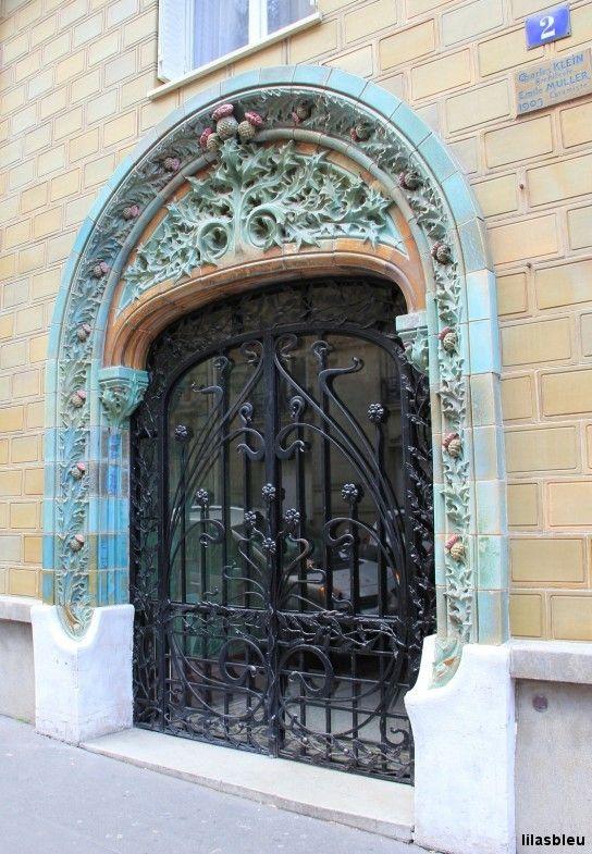 2, rue Eugène-Manuel 75016 Paris  1903 Architect Charles Klein, ceramist Emile Muller.