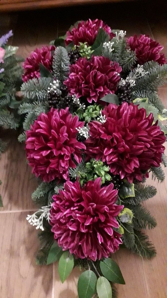 Pin By Balogh Nora On Wszystkich Swietych Flower Arrangements Christmas Floral Floral Arrangements