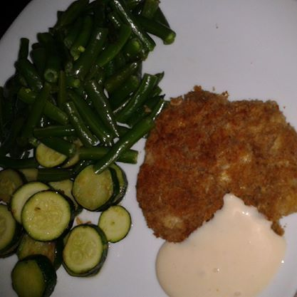 """Vegan """"fish"""" style cutlets made with paprika, parsley, white beans and bread crumbs. Spicy mayo lemon zuchinni and steamed green beans."""