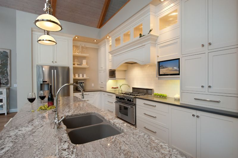 Houzz Tour Comfy Cottage Style With An Industrial Touch Cottage Style White Modern Kitchen Cottage Style Homes