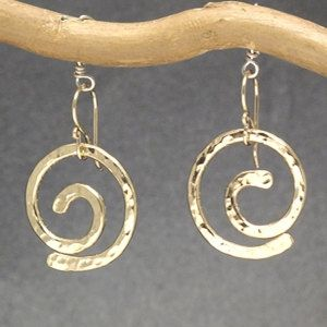 Hammered spiral circle earrings Nouveau 237 by CalicoJunoJewelry