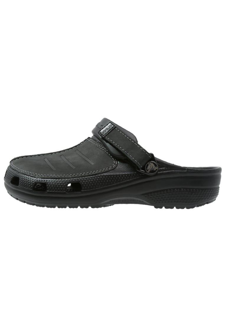 5d96cff7b90 ¡Consigue este tipo de sandalias de piel de Crocs ahora! Haz clic para ver