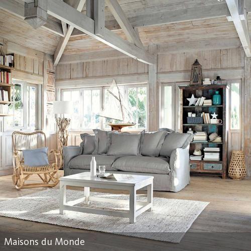 Maritimes Flair im Wohnzimmer | Dachbalken, Schaukelstühle und Rattan