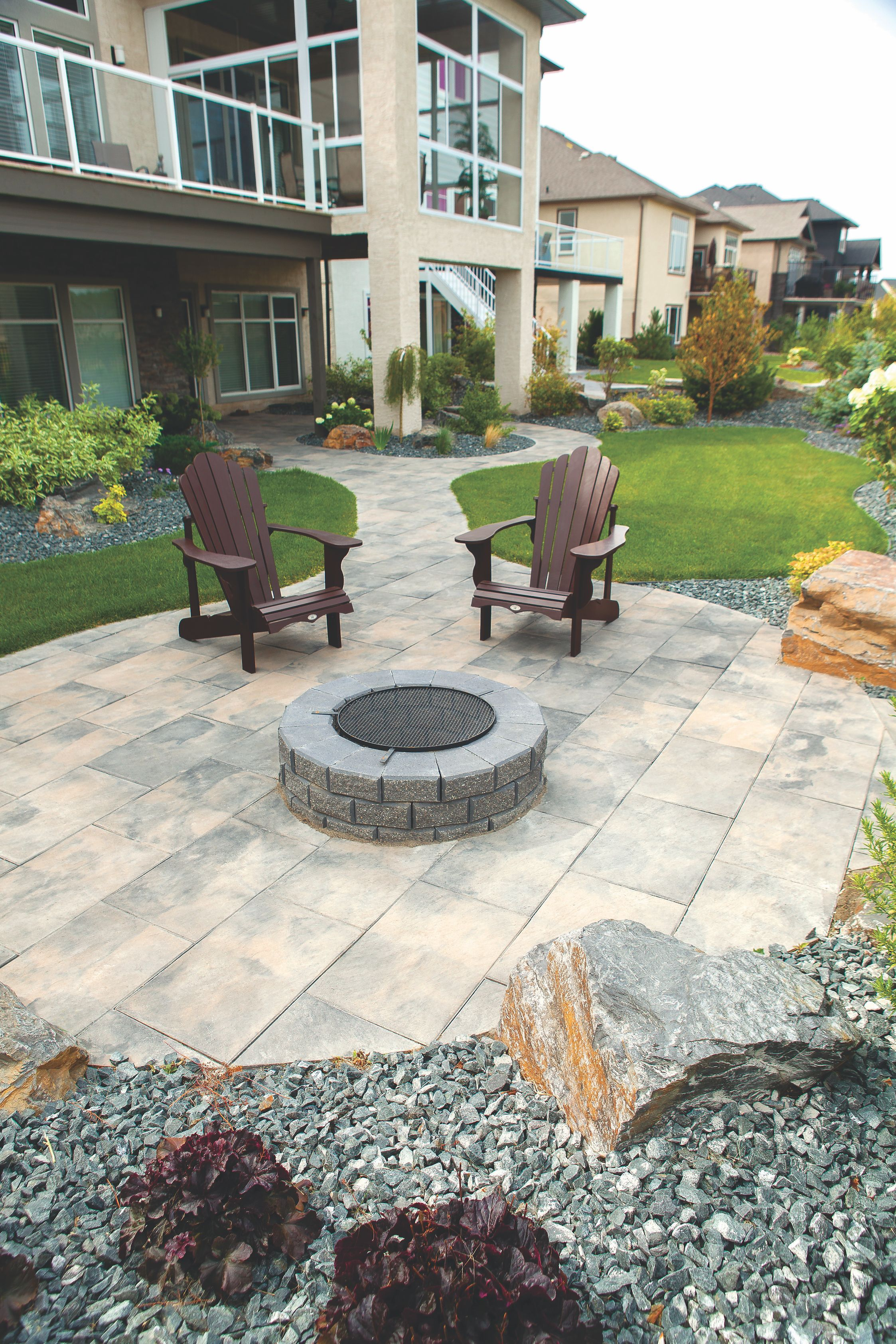 Stone fire pit designs patio traditional with artistic hardscape - Stone Oasis Circle Firepit Surrounded By Dynasty Slate Slabs Outdoor Fireoutdoor Livingfire Pitsbackyard Ideasslatepatiosfireplaceslandscaping Circles