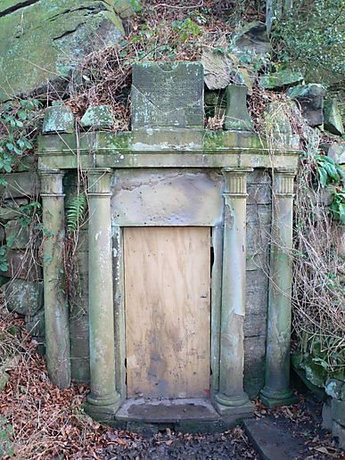 A mysterious door at the Yorkshire Sculpture Park : mysterious door - pezcame.com
