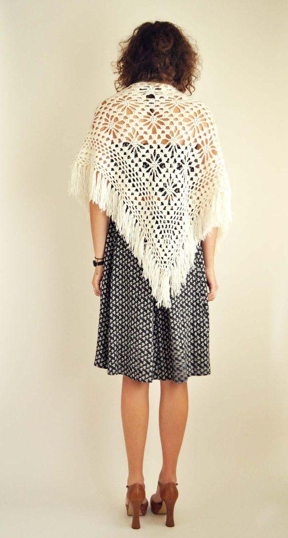 White Crochet Shawl   Chal, Ponchos y Tejido