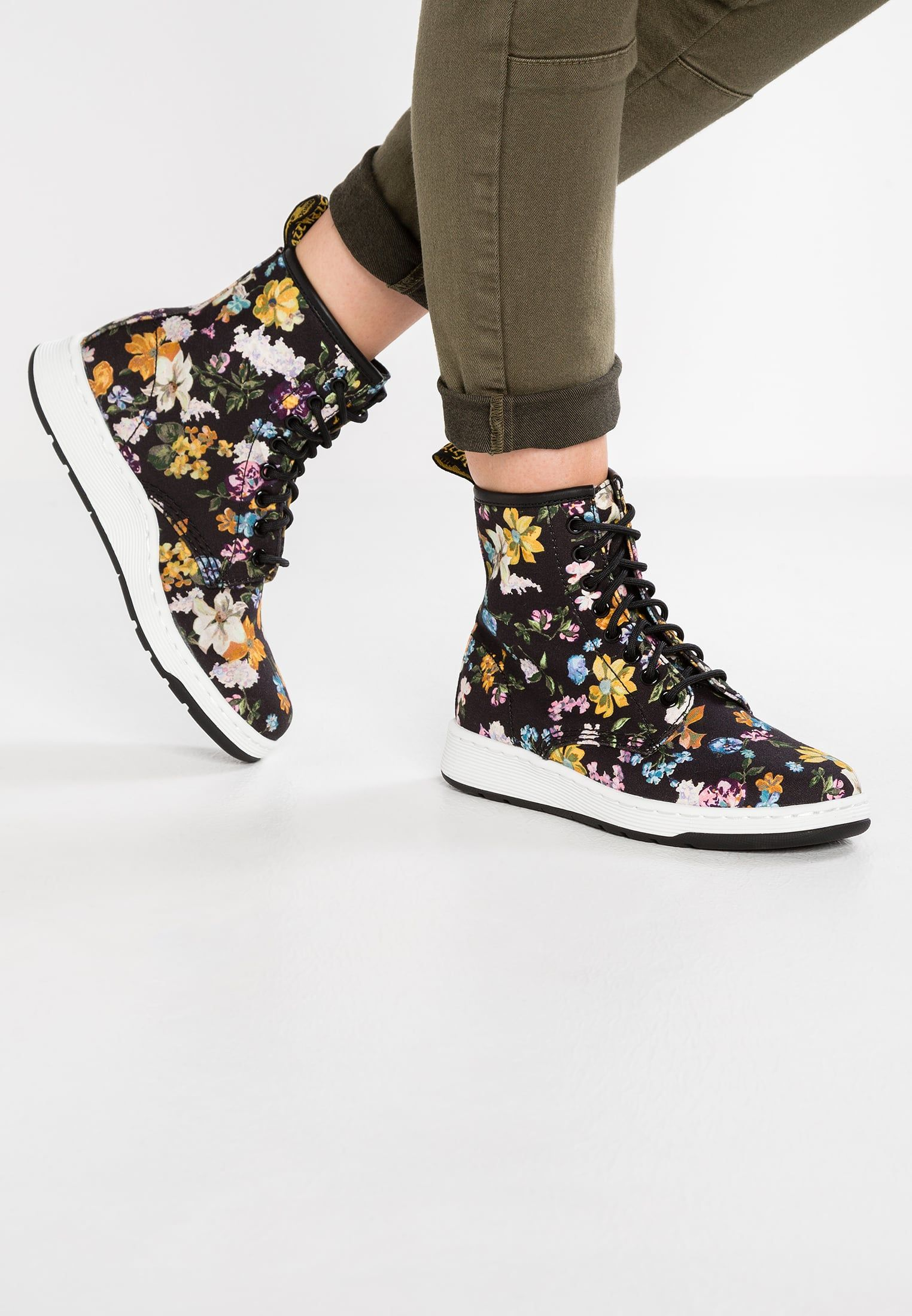 Darcy Floral Newton 8-Eye Boot Dr. Martens 4rzMS9x4B
