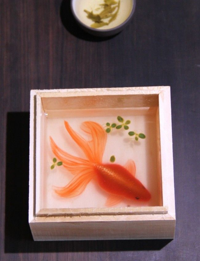 Artists Incredible D Fish Painting Who Used Layers Of Resin And - Incredible 3d goldfish drawings using resin