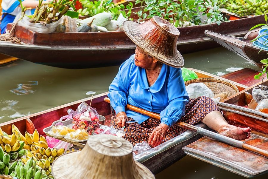 Popular on 500px : the old woman on the floating market by Offenblende