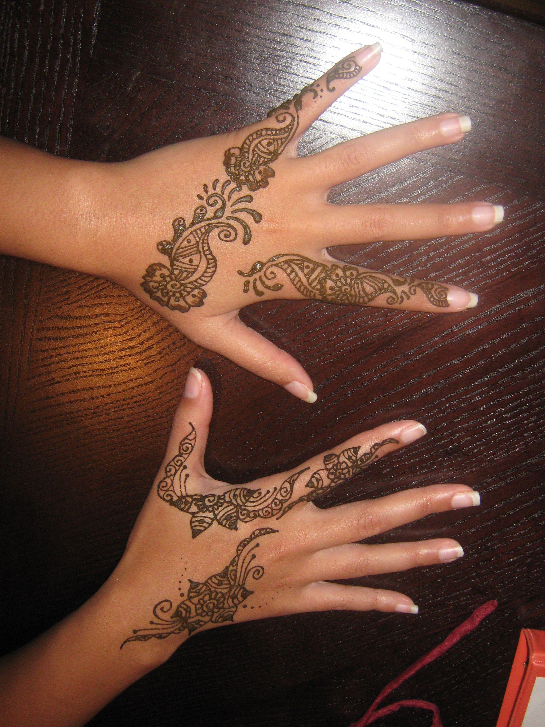 Henna On Both Hands Henna Tattoo Designs Diy Tattoo Permanent Henna