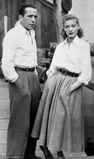 Bogart and Bacall. người phụ nữ trong bức ảnh mặc áo mi kết hợp với váy và một chiếc thắt lưng trông cô ấy rất khỏe khoắn,năng động,cá tính hơn nhưng không mất đi vẻ nữ tính của ngườ phụ nữ