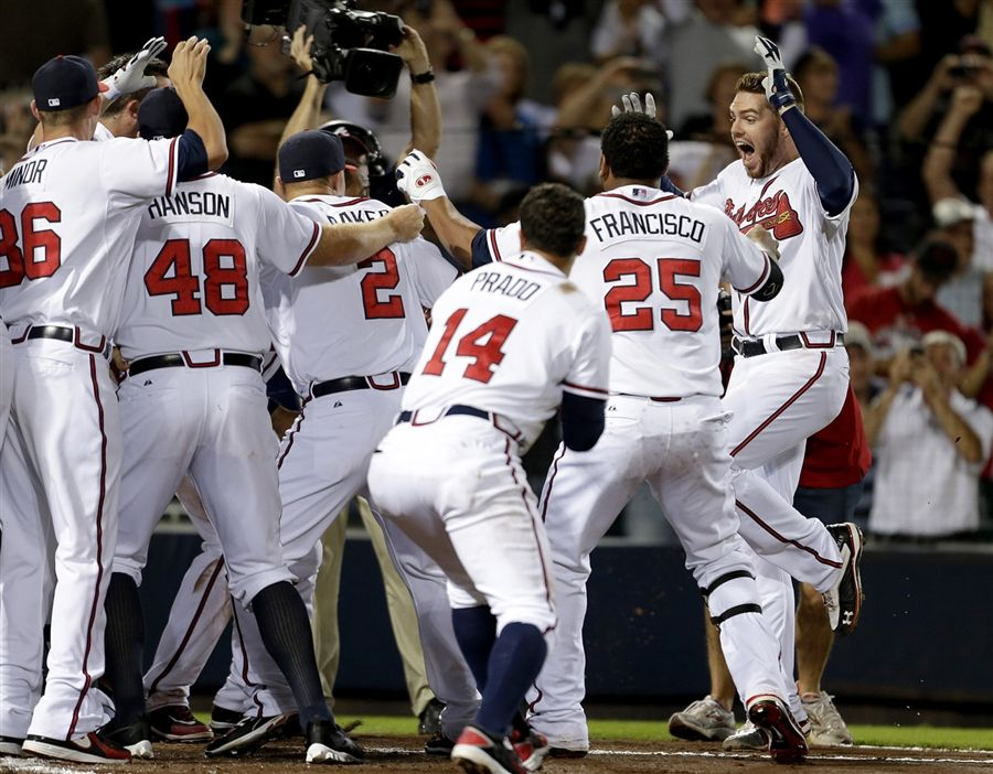 Braves Clinch Playoff Spot With Walk Off Home Run Atlanta Braves Baseball Braves Atlanta Braves