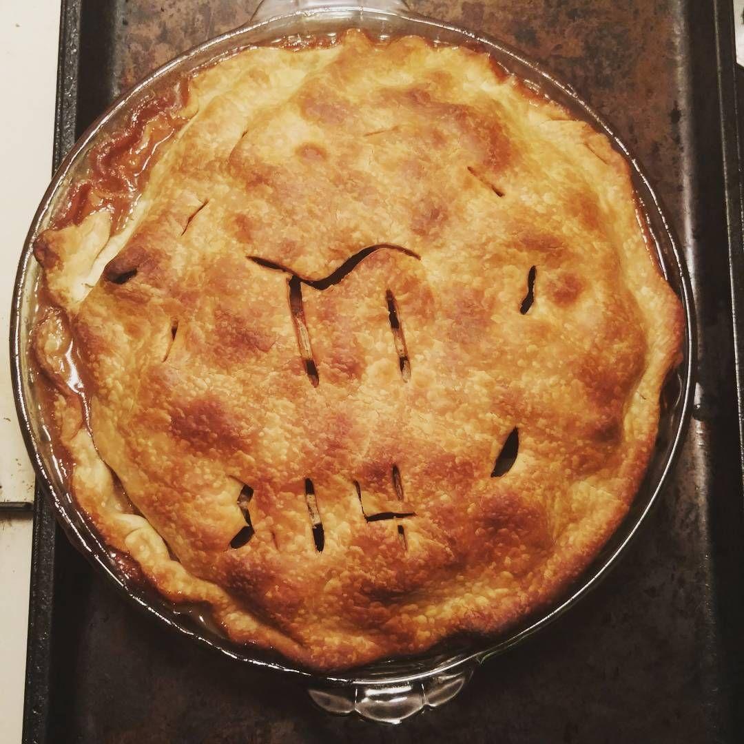 #pie #pi #applepie #baked #bakedgood #bakedgoods #baking #bake #realmenbake #fruitpie #apple #314 #pun #pipie #piepi #dessert #food #foodporn #dessertporn #yum #crust #piecrust