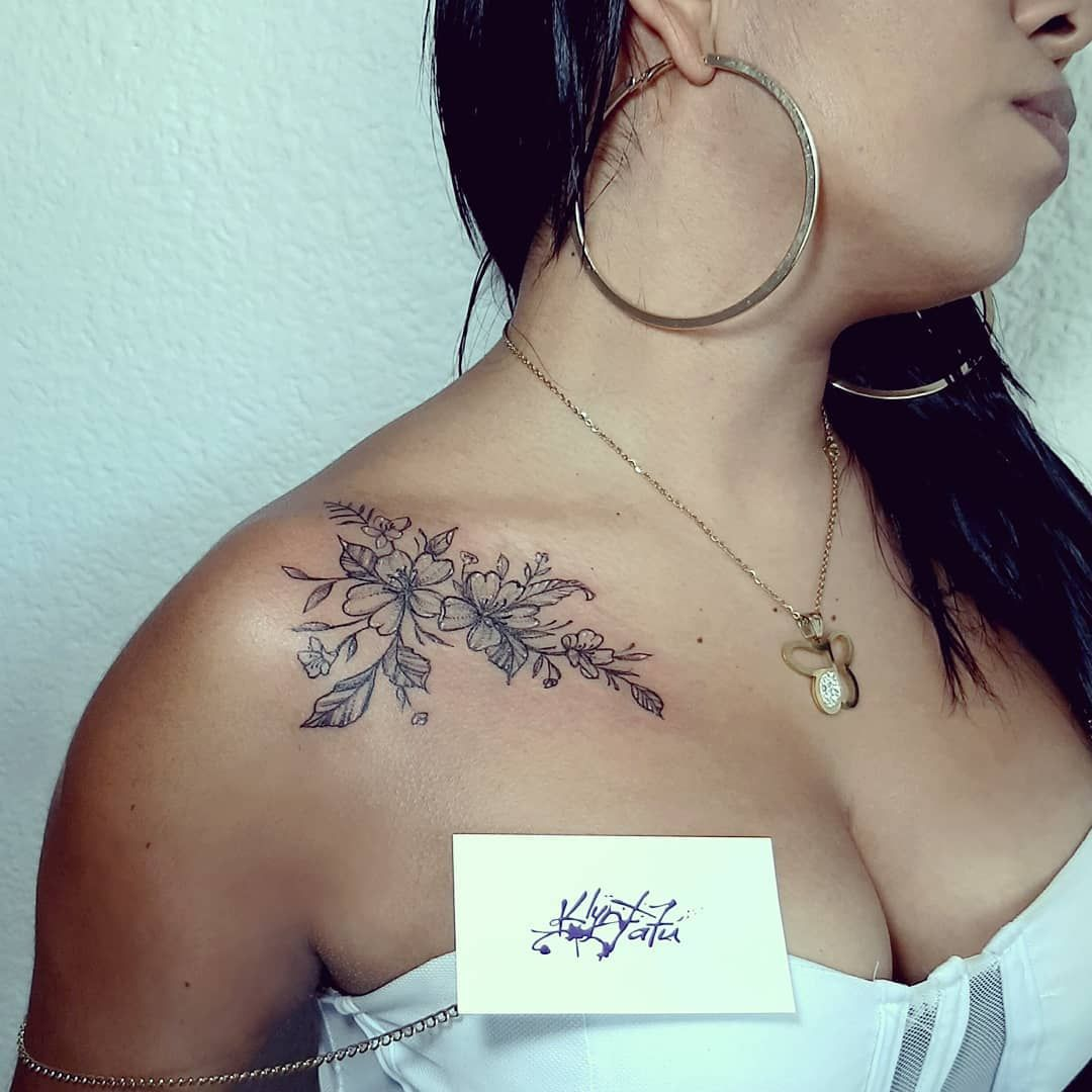 Flowers #tattoo #tattoos #tatuaje #tatuajes #klyntguadarrama #madeinkméxico #flower #flowers #flowerstattoo #blacktattoo #girlstattoo #shouldertattoo #nicetattoo #cutetattoo #sexytattoo #tatuarte #dinamycink