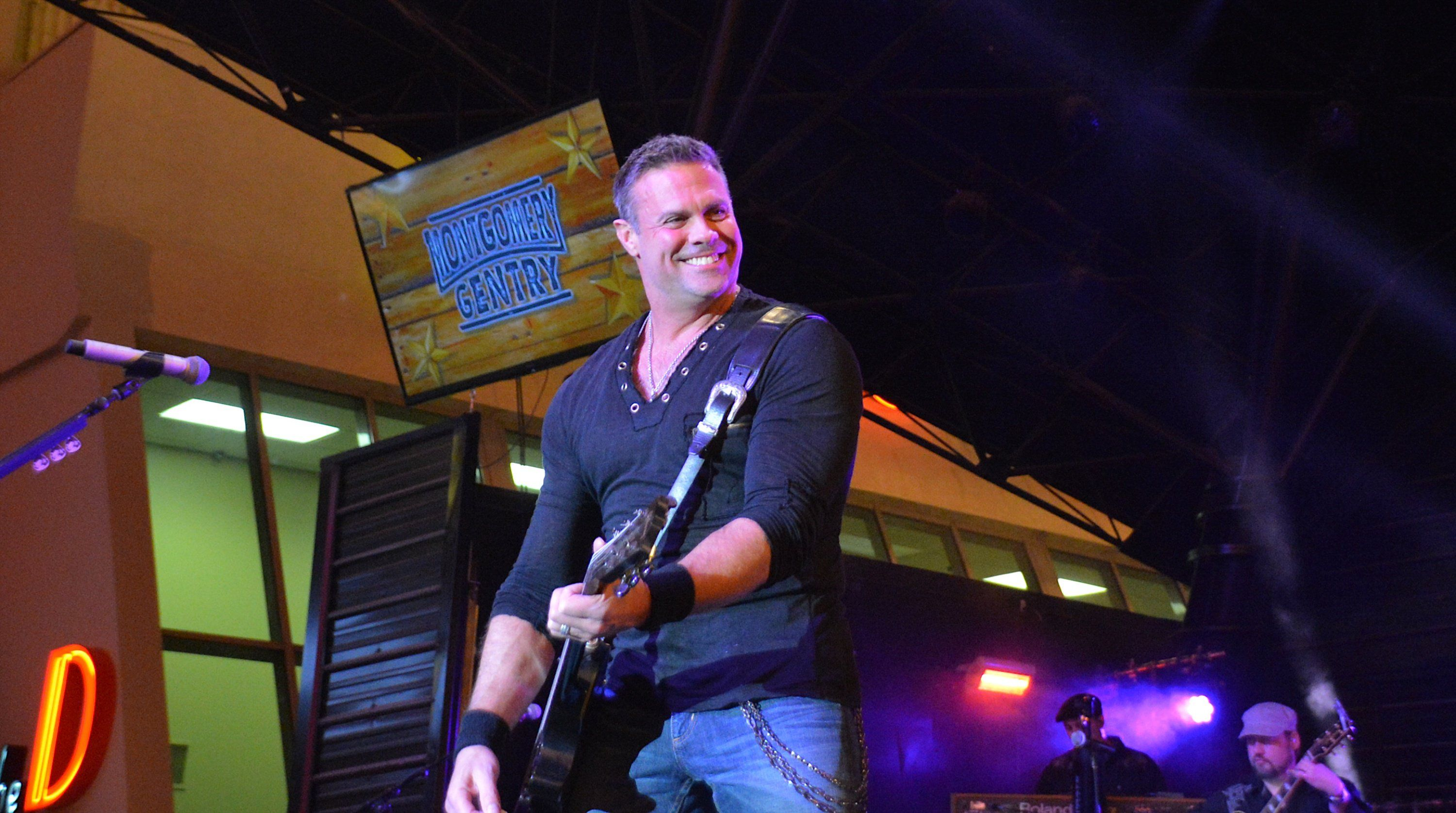 Country Singer Troy Gentry Dies in Helicopter Crash (With