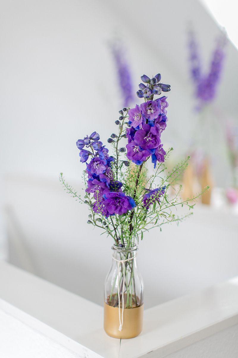 blume des monats oktober rittersporn wiesenblumen tischdeko hochzeit und hochzeitsblumen. Black Bedroom Furniture Sets. Home Design Ideas