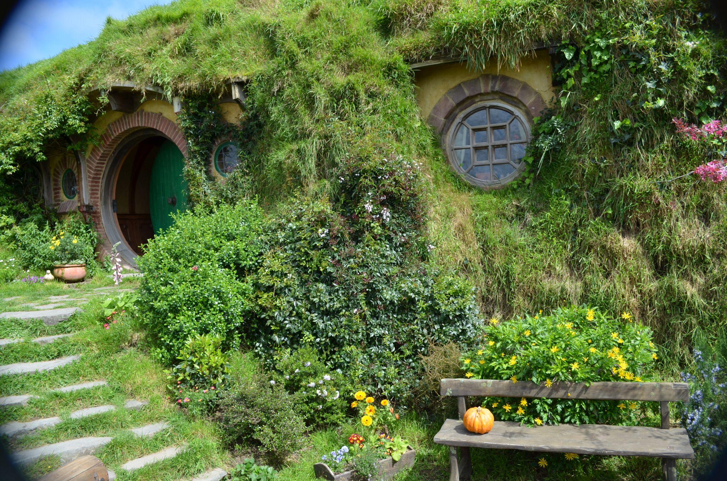 Bilbo Baggins' house, Hobbiton, Matamata, New Zealand (With images ...