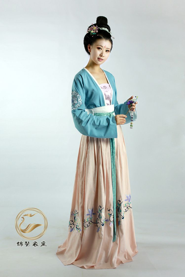 Chinese Tang Dynasty dress recreation (from zhongelina on taobao)