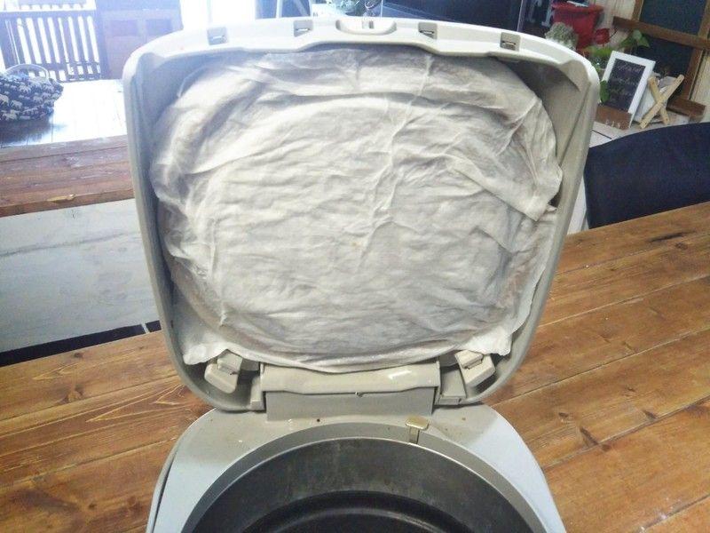 100均重曹で解決 炊飯器 内蓋 の頑固な汚れを簡単に落とす方法 Limia リミア お掃除スケジュール 重曹 掃除