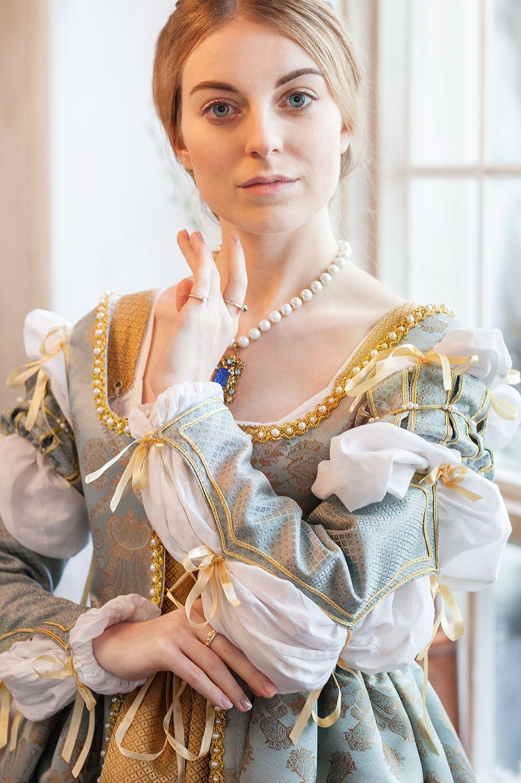 Pin von Mel Fritzsche auf Renaissance Kleider ...