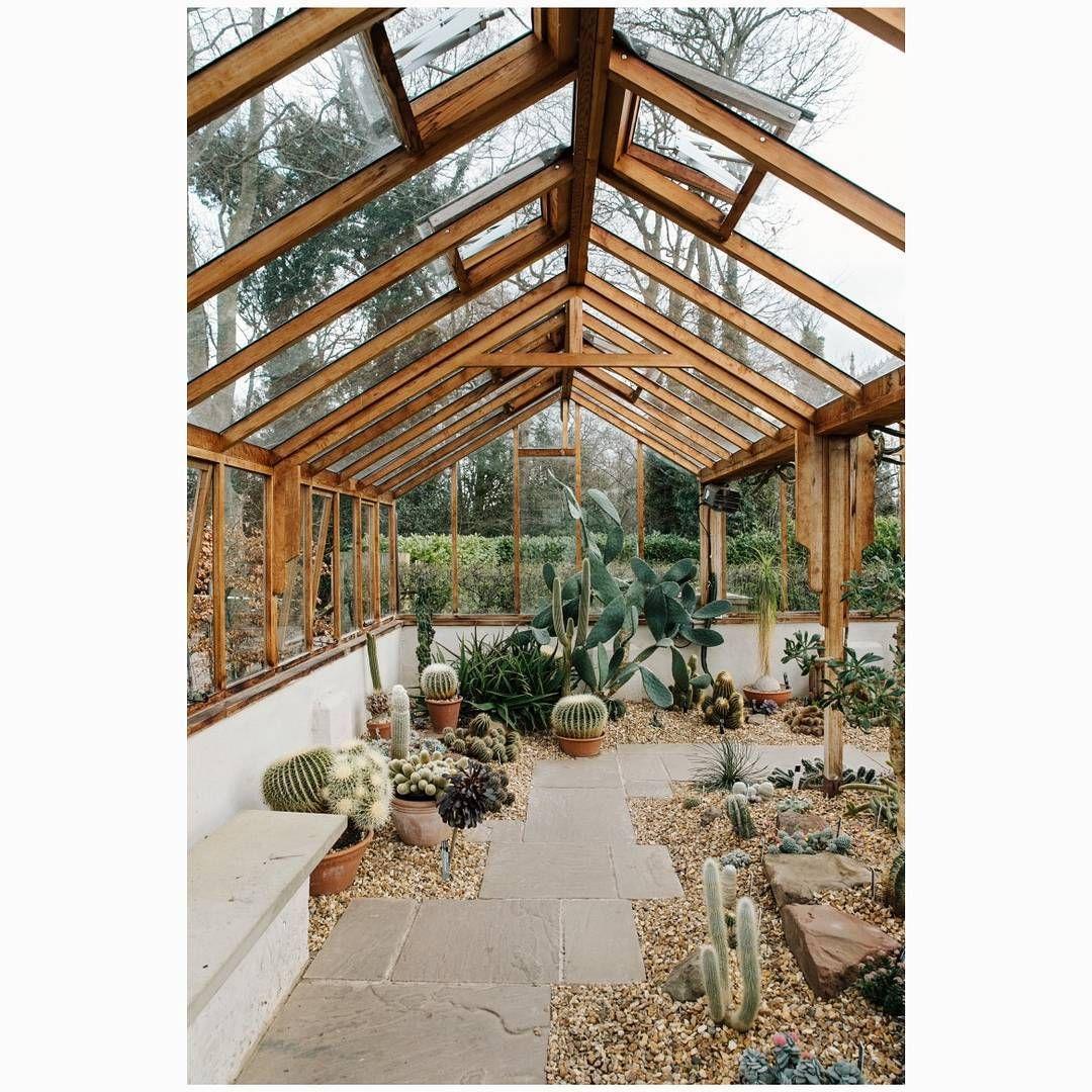The verdant Winterbourne House and Garden in Birmingham, England ...
