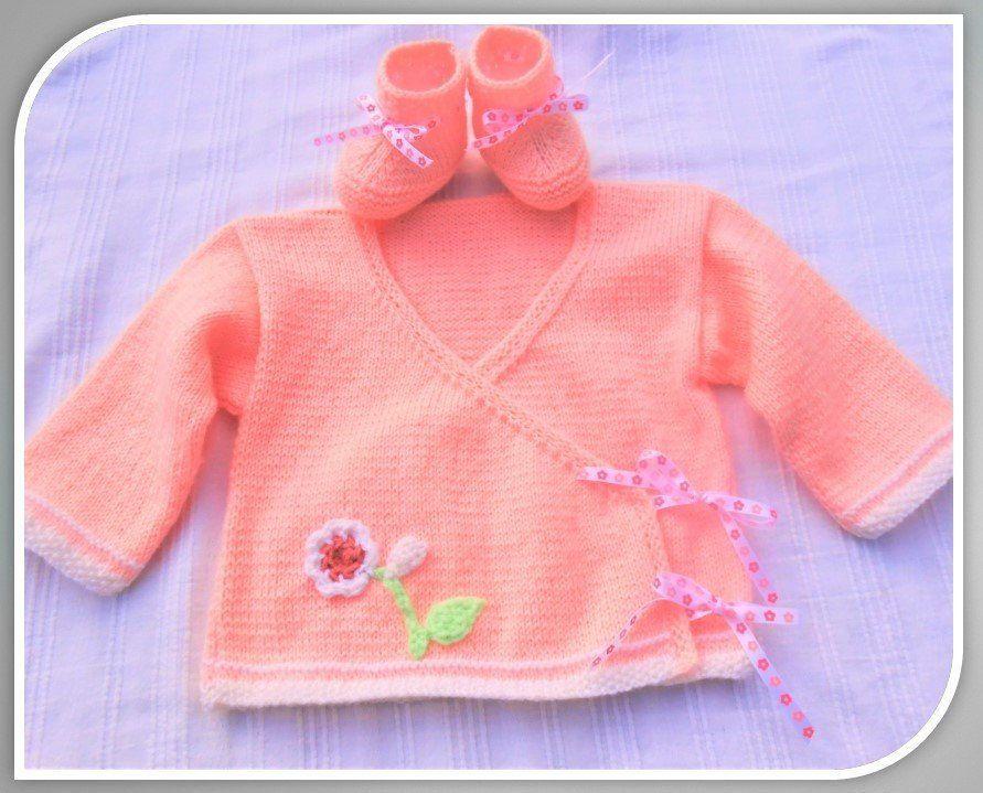 d8d187229d756 brassière bébé et chaussons brassière cache-coeur rose et fleur brassière  bébé fille