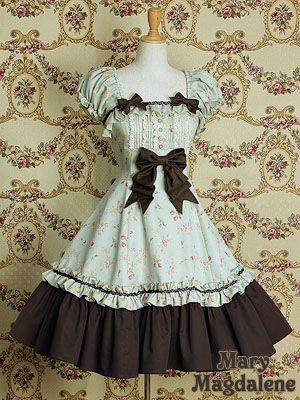 Mary Magdalene lolita. OH MY GOD! I MUST MAKE THIS DRESS! (cus I'm certainly not paying $641 for it)