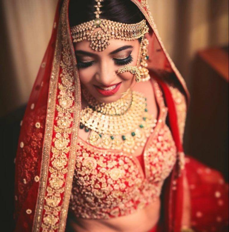 Best Bridal Makeup Artist In Delhi Top Bridal Makeup Artist In Delhi Wedding Makeup Artist In Delhi Br Bride Indian Wedding Lehenga Bridal Photography Poses