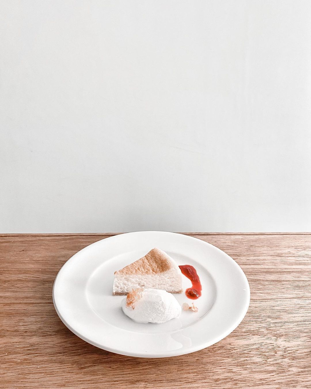 Kaho ᴛʀᴀᴠᴇʟ ғᴀsʜɪᴏɴ On Instagram 好きなカフェの 好きなデザートメニュー ベイクドチーズケーキ バリスタおすすめの コーヒーととてもよく合うのです Lunchはひとつ前にpost In 2020 Food Cafe Bread