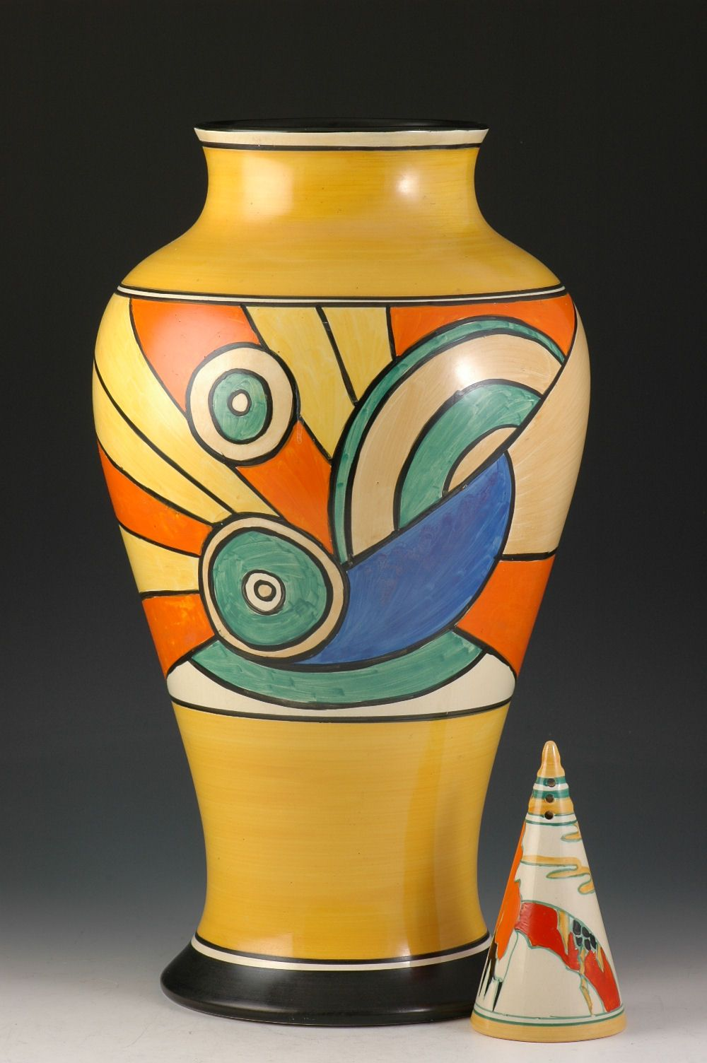 Clarice cliff art deco pottery this one features the for Pottery painting patterns