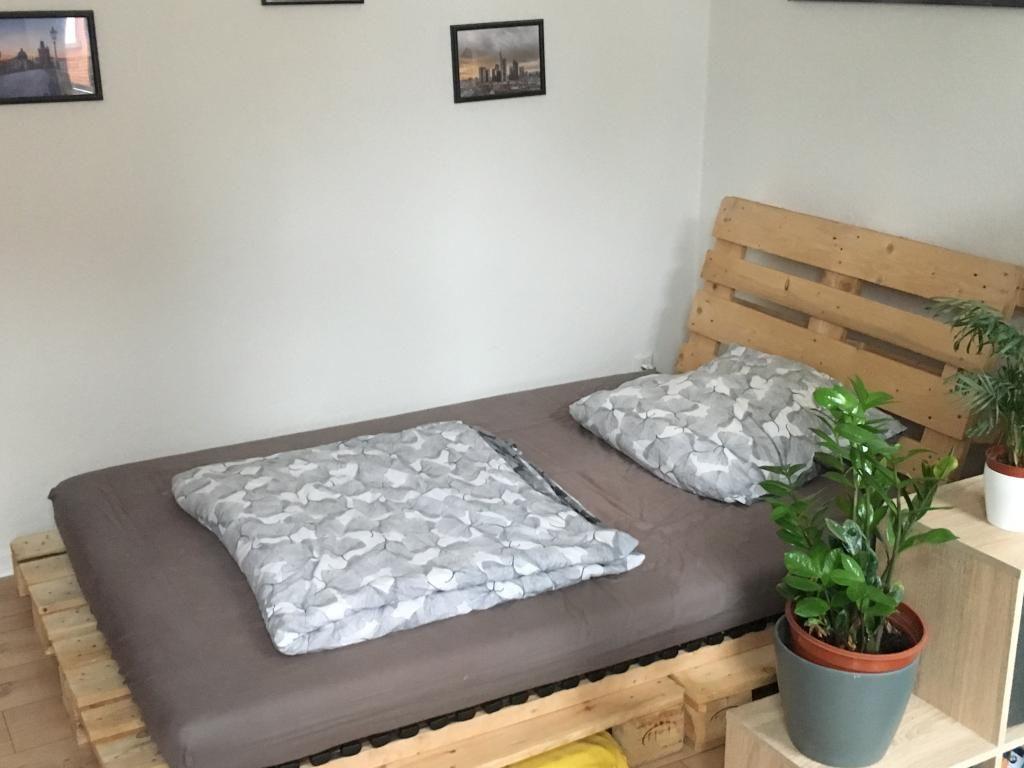 Außergewöhnlich Sehr Stylisches Paletten Bett Mit Großer Matratze. #diyproject #diy #Moebel  #