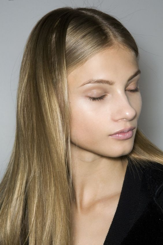 Nude hair : la tendance cheveux absolument irresistible