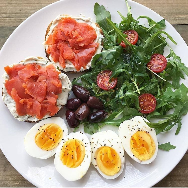 Daily Nutrition Fact sur Instagram: Simple meals are the best meals! Savory goodness made in less then 10 minutes for breakfast or lunch... . Two hard boiled eggs ???? with… #boiledeggnutrition