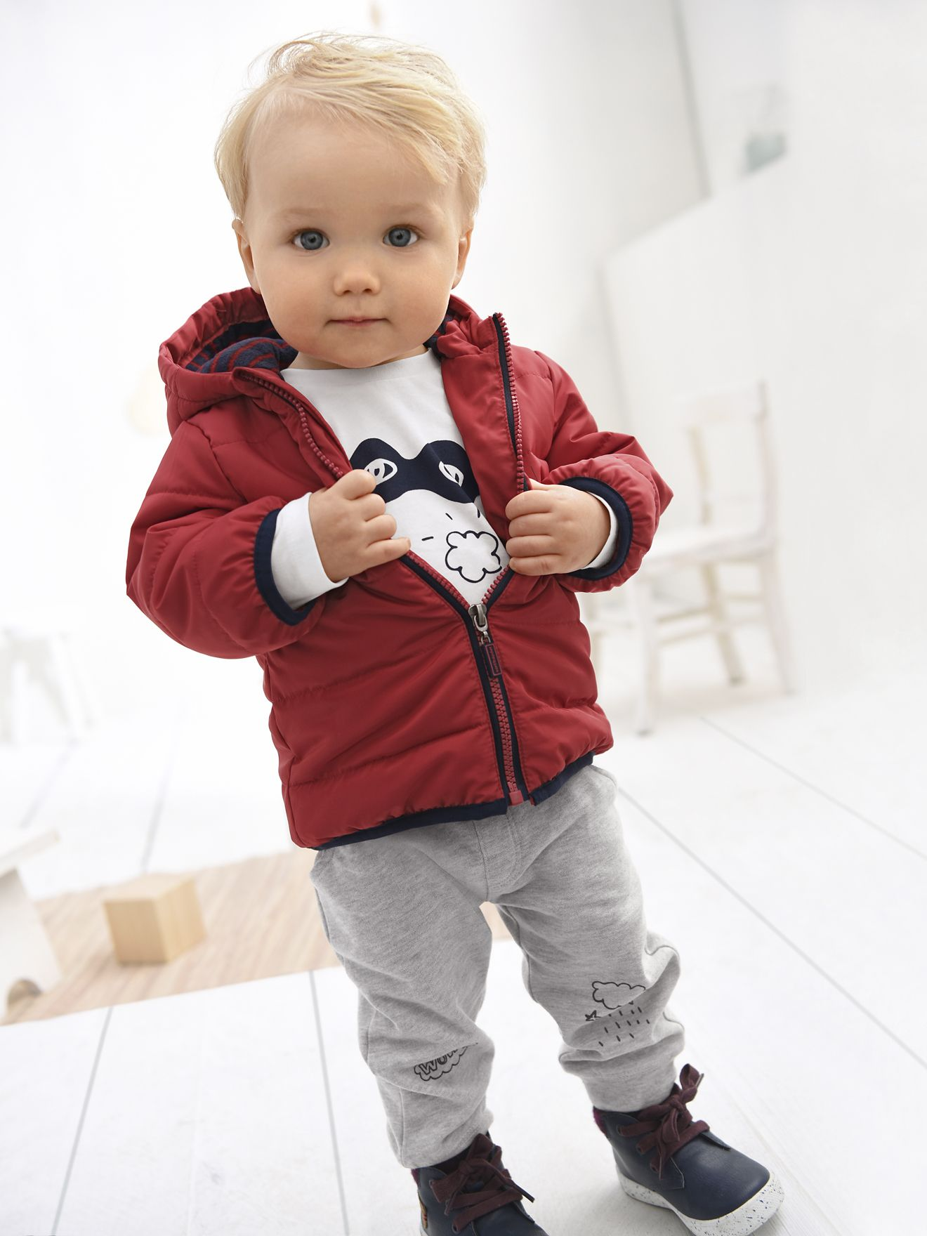 Silhueta Blusão com capuz, para bebé menino + Calças em moletão para bebé menino + Botas com pelo, em pele, para menino -