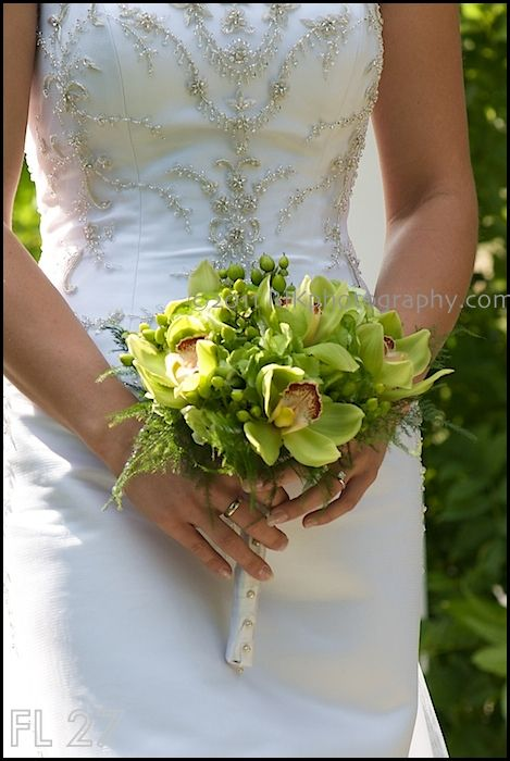 Understated bridal bouquet from Flowers of Gatlinburg at this bride's Bluff Mountain Inn wedding. Click here for more from http://bluffmountaininn.com