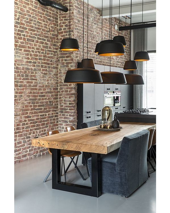 Solid Wood Dining Table In Industrial Setup Luminaires Salle A Manger Salle A Manger Contemporaine Decoration Salle A Manger