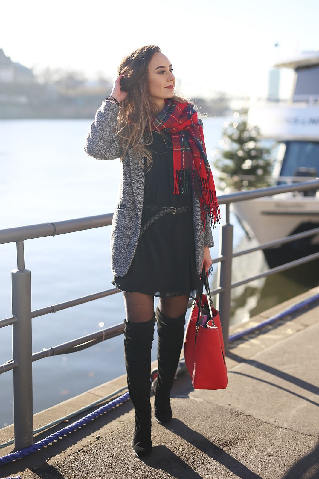 Outfit: Overknees in black   Winter mode outfits, Outfit ...