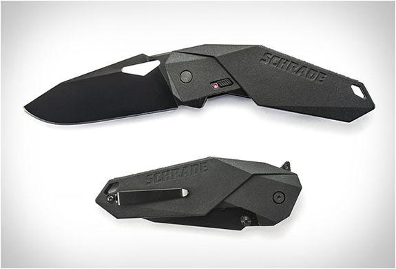 FACA DOBRÁVEL - SCHRADE MAGIC ASSISTED OPENING KNIFE  O fabricante de facas Schrade recentemente adicionou à sua extensa coleção uma faca dobrável que se parece mais com uma das armar do Batman.