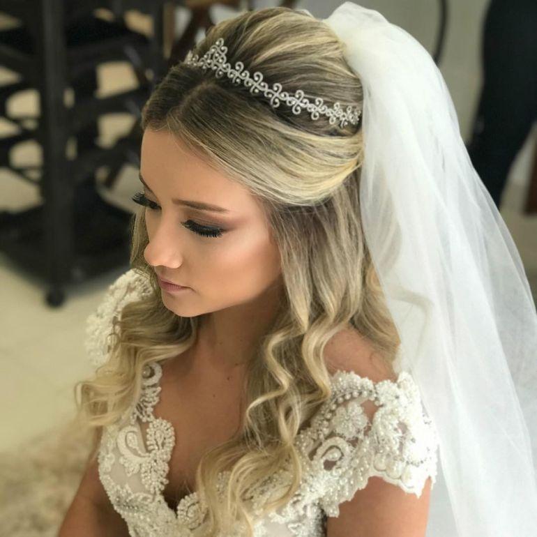 Penteados Para Noivas Meio Preso Em 2019 Penteados Noiva