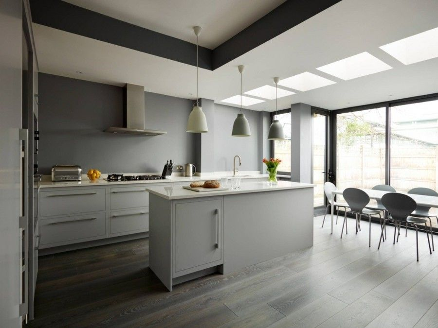 moderne k che einrichten grau wei gelbe und orange akzente setzen schnittblumen obstschale. Black Bedroom Furniture Sets. Home Design Ideas