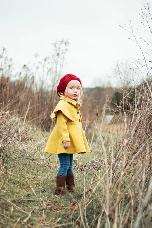 100 Clothing Pictures Hq Download Free Images On Unsplash Bilder A Laste Ned Gratis Til Bruk Illustrasjon Eller Vegg In 2020 Yellow Coat Girls Wear Coat Stands