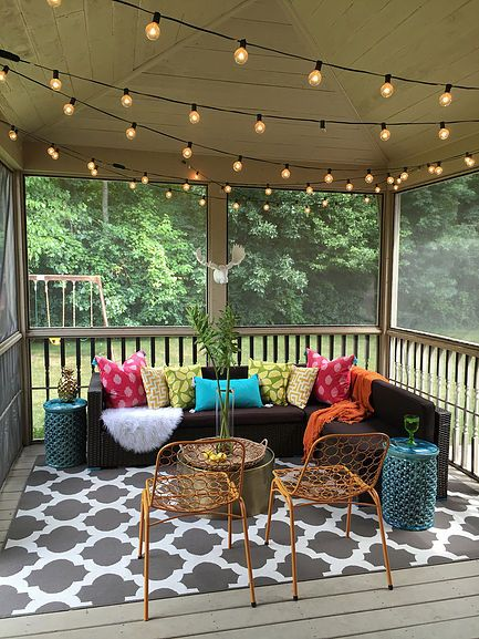 Bloggers 39 patio party patios pinterest patios for Small lanai decorating ideas