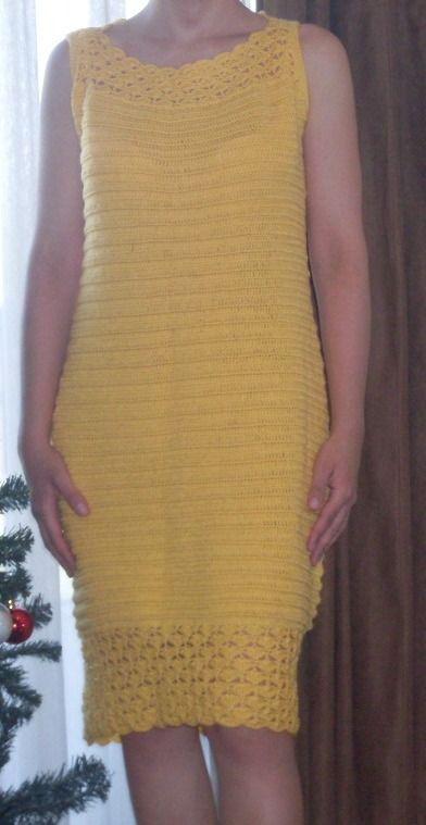 Vestido tejido a crochet en hilo color amarillo,  cuello bote, talla 44 - 46 $24.000.-
