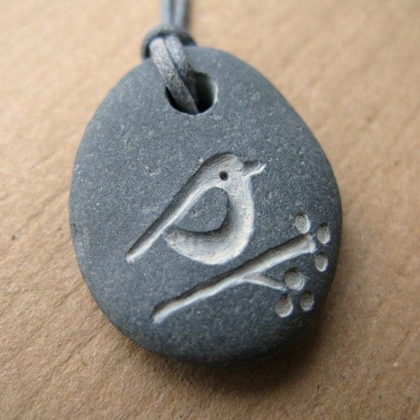 bird and berries beach pebble necklace evtl. Black Bedroom Furniture Sets. Home Design Ideas