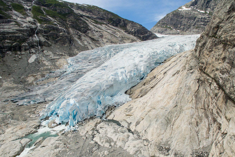 Nach dem Briksdalsbreen waren wir schon sehr neugierig auf den Nigardsbreen, einen südlichen Ausläufer des Jostedalsbreen-Gletschermassivs, der sogar noch schöner sein sollte. Die Anfahrt ist schon mal vielversprechend: ab Gaupne fährt man 30 km nach Norden hoch durch ein wildromatisches Tal, und dann nochmal 6 km bis zum Parkplatz direkt am Gletschersee. Auf den letzten …