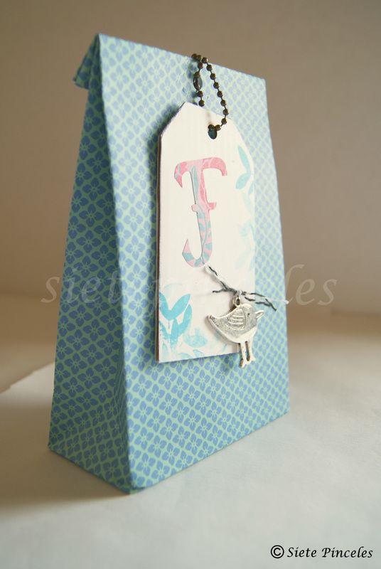 Ideas para regalos iii tutorial bolsa de papel para - Hacer bolsas de papel para regalo ...