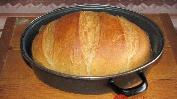 Výborný chlebík z hrnca, aj pre úplných začiatočníkov: Bez váhy, bez odmerky, bez miesenia!