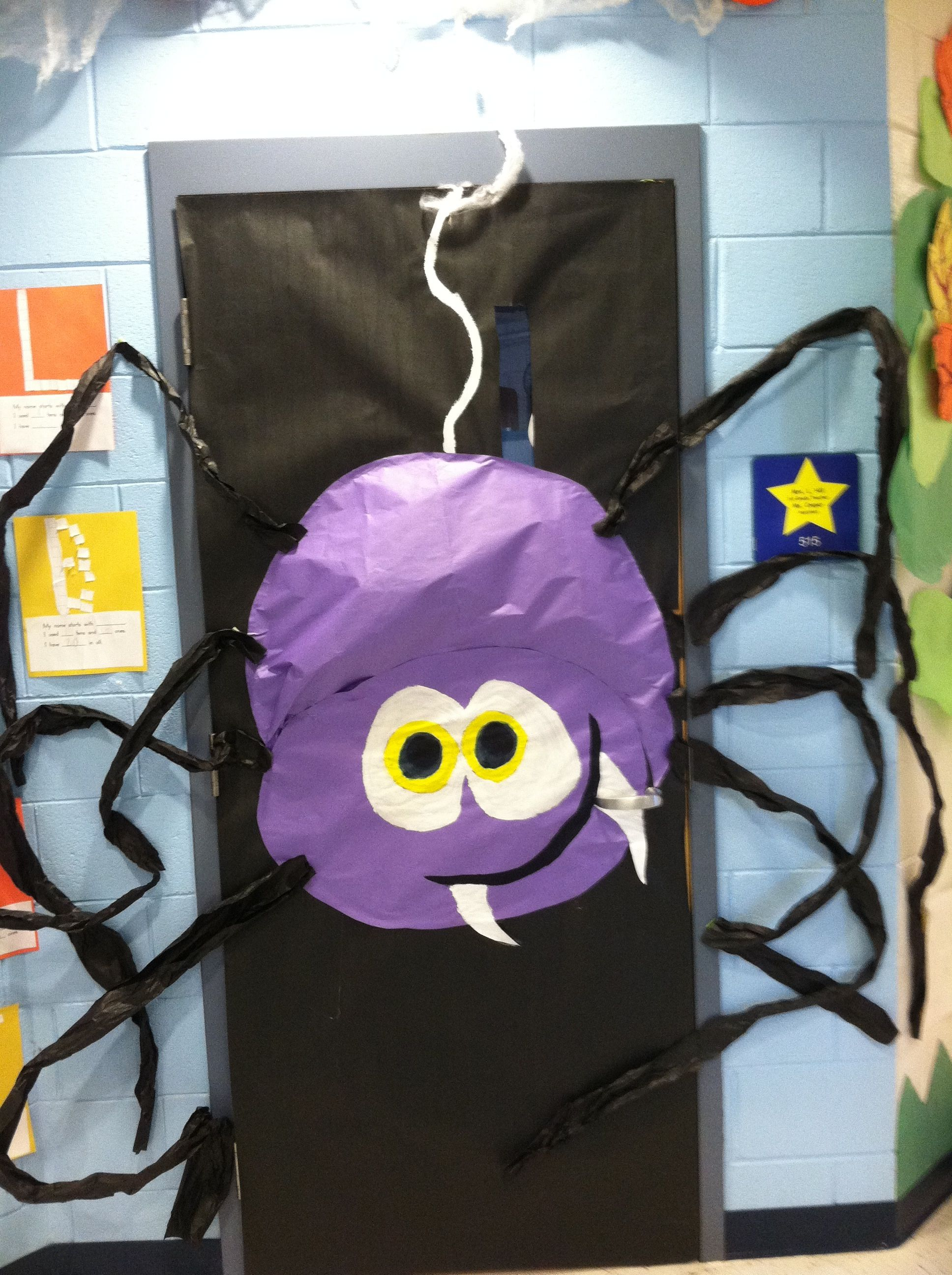Halloween spider on classroom door PORTES AULES Pinterest - Halloween Classroom Door Decorations