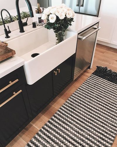 Modern Kitchen Island With Soft Touches In 2020 Modern